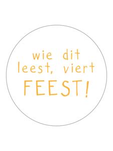Sticker Wie dit leest viert feest! geel